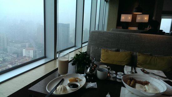 New World Shanghai Hotel: Loung on the 38th Floor. Breakfast with a view.