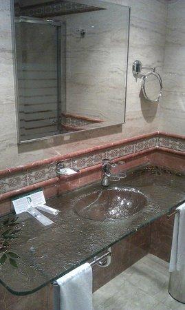 Hotel Julia: Gran baño