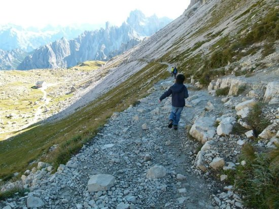 Tre Cime di Lavaredo: 4 years old walking at Tre cime