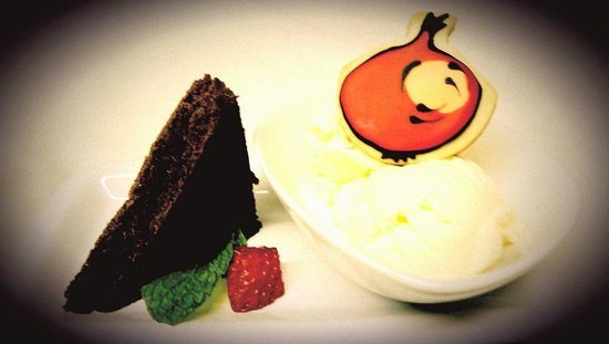 Vidalia Restaurant: Gelato Special with Molten Brownie and Vidalia Logo Cookie