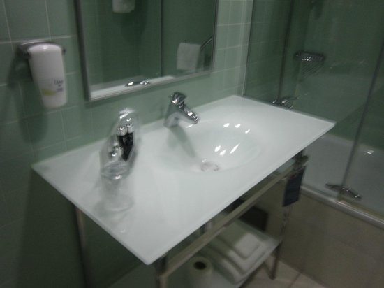 HF Fenix Garden: Bathroom