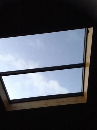 Eagles Nest Retreat: bedroom ceiling window