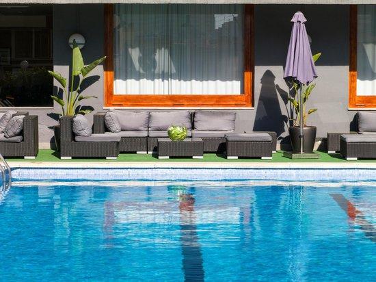 Astari Hotel: Piscina - chill out