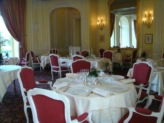 Château d'Esclimont : ресторан для ужинов  и завтраков