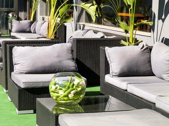 Astari Hotel : Chill out piscina