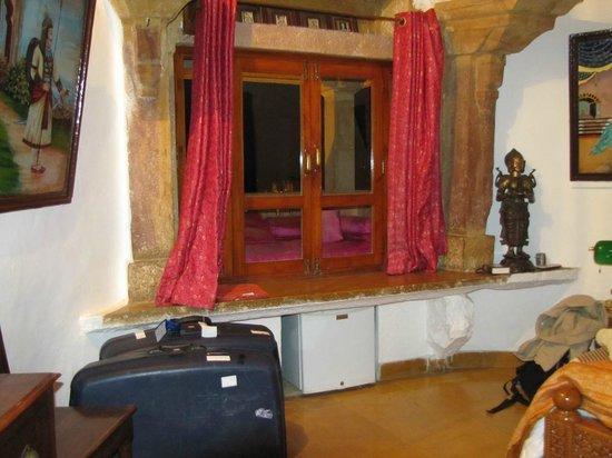 """Hotel Victoria : Chambre avec son """"kharokha"""""""