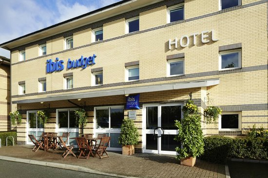 Barking, UK: Hotel exterior