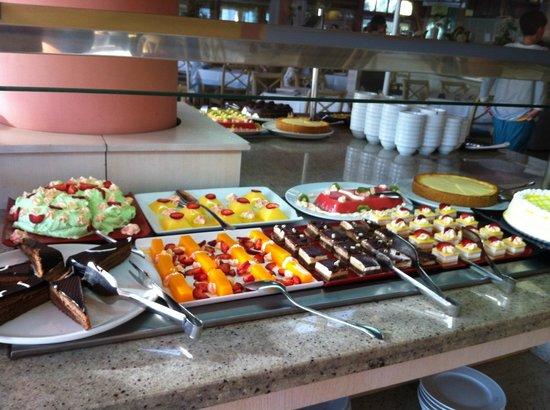 Playa Garden Selection Hotel & Spa : Desserts ohne Ende, das heisst wird nachgeliefert. Aber auch immer Früchte