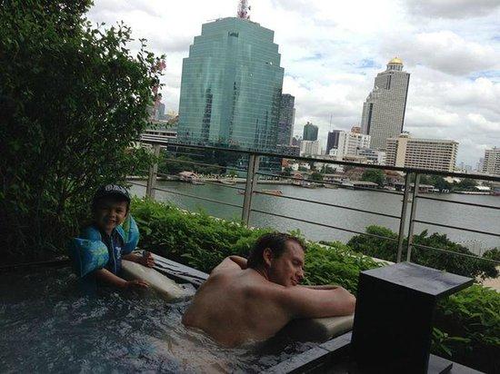 Millennium Hilton Bangkok: Jacuzzi pool