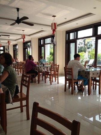 Sunshine Hotel Hoi An: Столовая