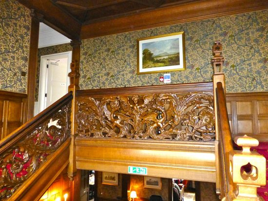 Kildrummy Castle Hotel: Stair landing