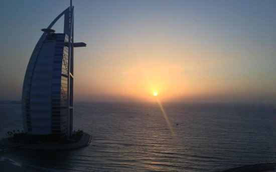Jumeirah Beach Hotel: Sunset from the Executive Club.
