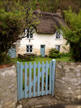 Bindon Bottom B&B: Fairy Tale Thatched Cottages of Lulworth Cove
