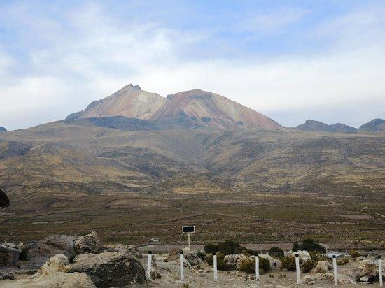 Hotel Tayka de Sal: Thunupa Volcano from Hotel car park