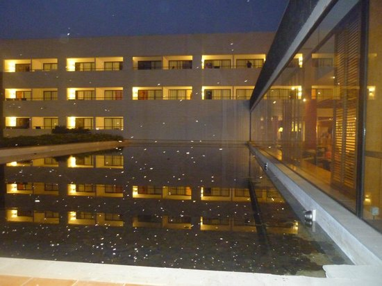 Hotel Costa Calero : A view from the piano bar at night