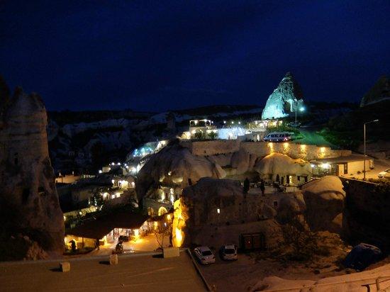 Divan Cave House: ホテルテラスからの夜景