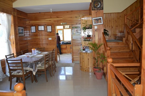 Karma Cottage: Dining room and kitchen