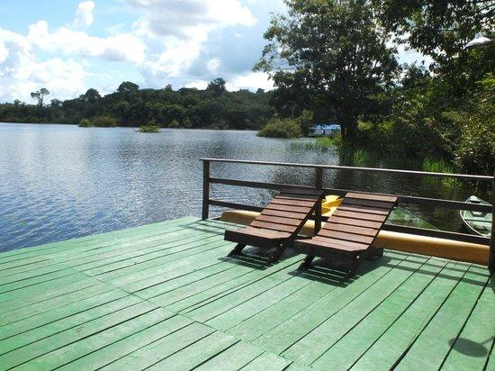 Amazon Turtle Lodge: sun chairs by the lake