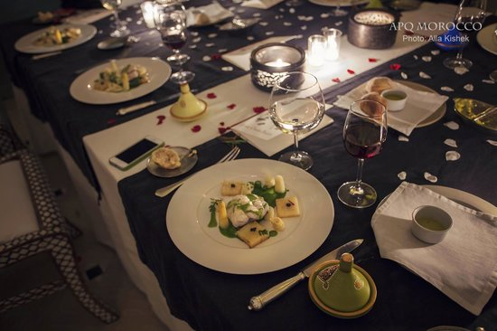 Ksar Char-Bagh: Table dressée et plat