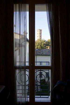 Palazzo Bezzi: veduta su Sant'Apollinare