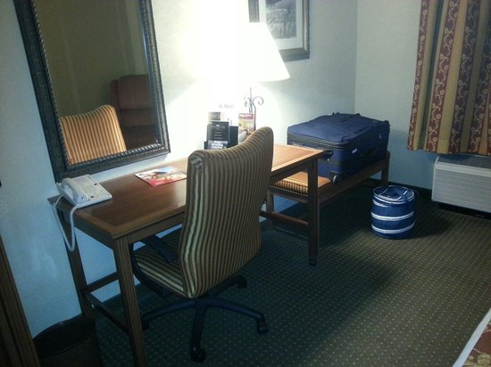 Drury Inn & Suites Las Cruces: Zimmer