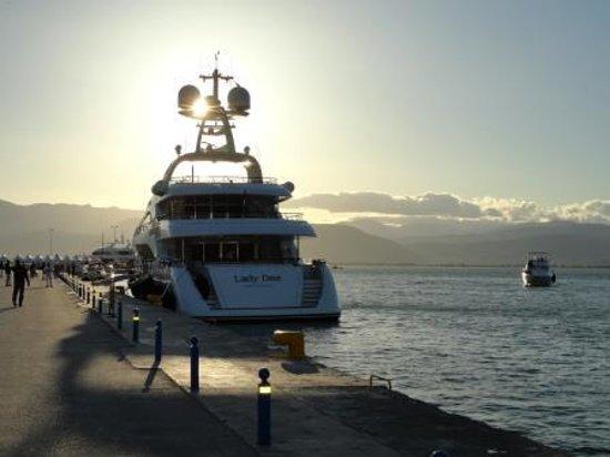Nauplion Promenade: Motor yachts