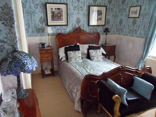Roxbro House: Bedroom #3