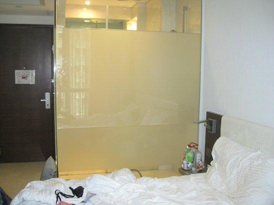 The Empire Hotel Wan Chai : Душ в номере