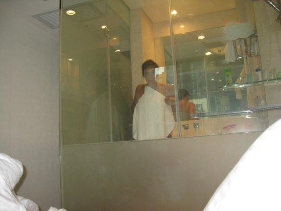 The Empire Hotel Wan Chai : Прозрачная стена душа
