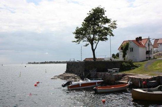 Risor, Norway: Kastellet i gamle bydelen Tangen - flott badeplass