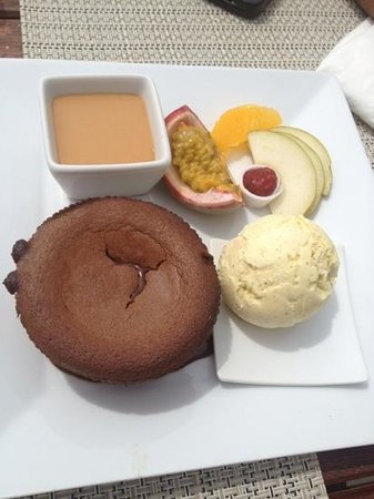 Regence Plage by Radisson Blu: mi cuit au chocolat