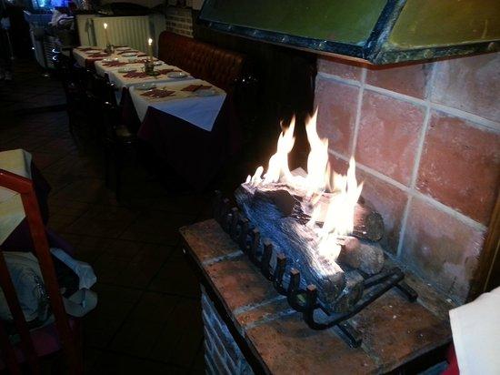Le Grand Bi: Fireplace