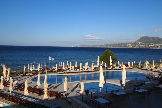 Kiani Beach Resort: dzienny widok na basen i Morze Kreteńskie