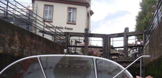 La Petite France : passando pela eclusa,