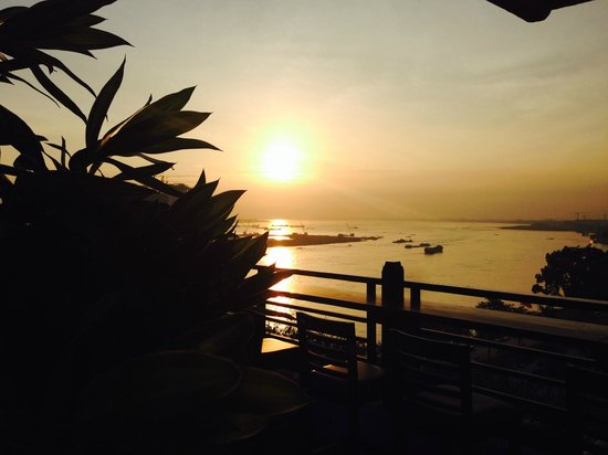 Le Grand Mekong: Magnifique couché de soleil