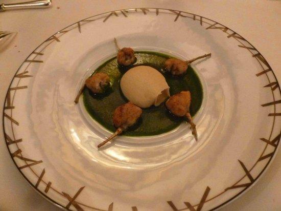Saulieu, France: Jambonnettes de grenouille ail/persil : plat à rénover d'urgence