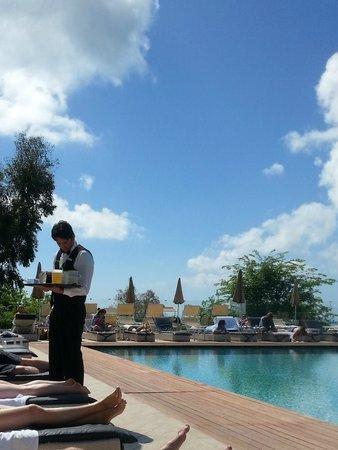 Tui Sensimar Grand Hotel Nastro Azzurro: pool service