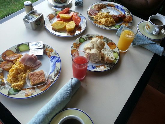 Country Inn & Suites By Carlson, San Jose Aeropuerto, Costa Rica: Buffet breakfast