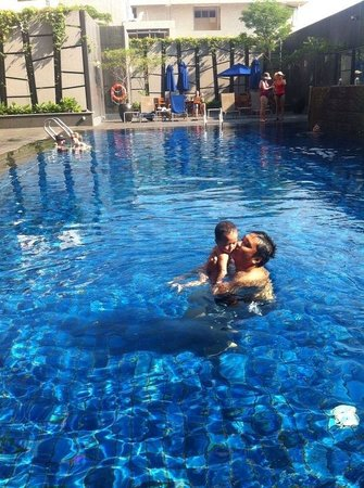 Grand Mercure Singapore Roxy: Swimming pool
