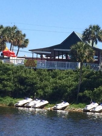 Gilligan's Seafood: View of Gilligan's Deck from the Water.