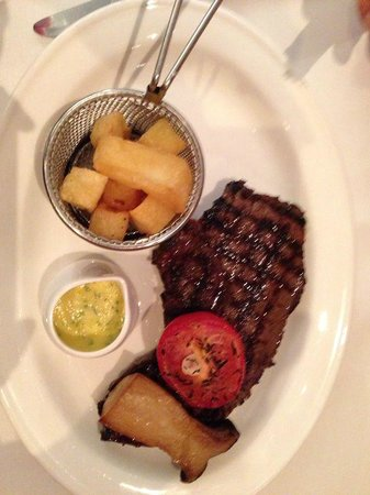 Deanes Restaurant: Rump with Brenaise sauce, chips and a giant mushroom