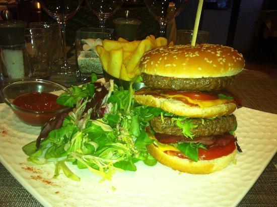 Le Pirate: Le Mega Cheese burger
