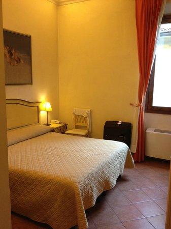 Hotel Vasari Palace: Grande e bem iluminado