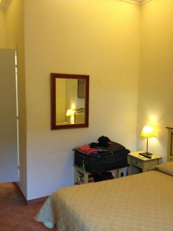 Hotel Vasari Palace: Quarto com bom tamanho
