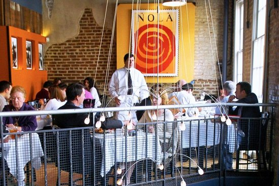 Nola Restaurant: Upstairs balcony is pretty cool