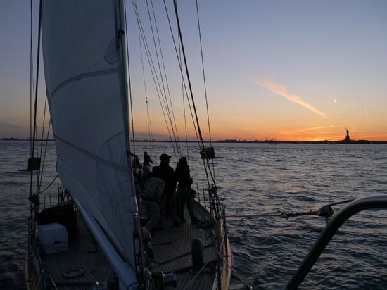 Manhattan by Sail - Shearwater Classic Schooner : Sunset sail on Shearwater Schooner