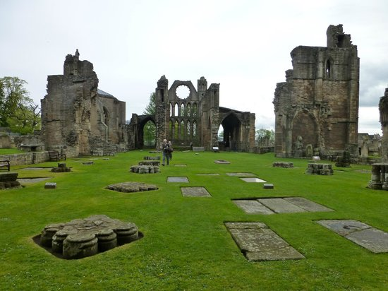 Elgin Cathedral: Main remains