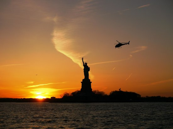 Manhattan by Sail - Shearwater Classic Schooner : Sunset behind the Statue of Liberty