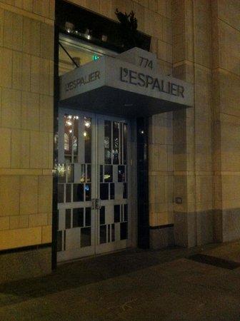 L'Espalier: Il portone di ingresso