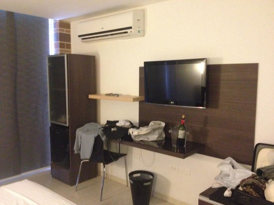 Hotel Casablanca: Tv, mini bar and my mess
